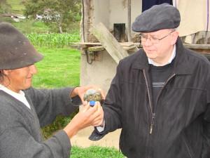 DR. Cesar Compadre la realización de investigaciones en el campo en el Ecuador