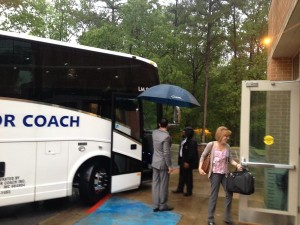 Jarrod Narowood del ASBTDC da la bienvenida bus SBIR Gira Nacional
